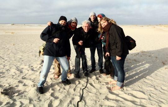 Gruppenfoto Menschen mittleren Alters am Strand